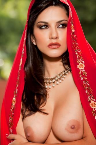 Sunny-Leone-Hindu-Tease-Red-Saree (11)